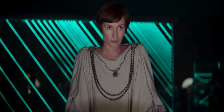 genevieve-oreilly-as-mon-mothma-in-rogue-one-a-star-wars-story